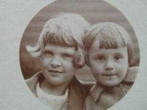 7 jaar oud met nichtje Corrie
